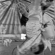 Circo Buffalo Bill / Mara juega con su nieto Flavito dentro de la carpa, en Villa Española, Montevideo, el 27 de abril de 1996.
